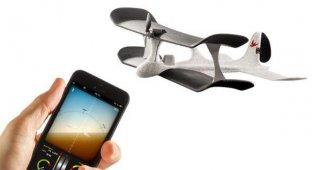 Немцы создали первый в мире игрушечный самолет управляемый с iPhone [видео]