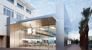 360-килограммовая дверь Apple Store в США едва не убила покупателя
