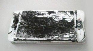 Пользователь разбил свой iPhone гаечным ключем в знак протеста против удаления Bitcoin-приложения из App Store [видео]