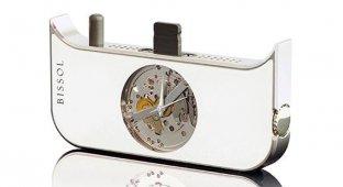 Швейцарская компания Bissol выпустила механические часы для iPhone 5s [фото]
