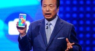 HTC назвала потенциальных покупателей Galaxy S5 идиотами