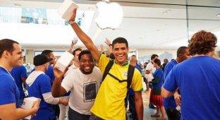 Посмотреть открытие первого Apple Store в Бразилии собрались 1 700 человек [видео]
