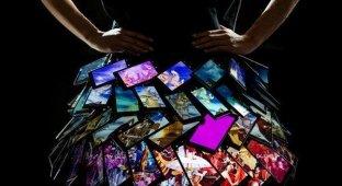 Nokia «сшила» юбку из смартфонов Lumia [фото]